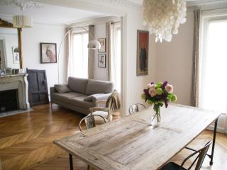 95 M2 appartement familial au Batignolles, Paris