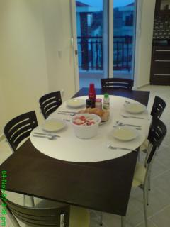 6 to 8 Person Extending Dining Table