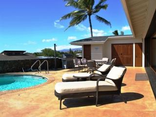 'Private Heated Pool' 2 Master suites Perfect for 2 couples Sunsets, Ocean View