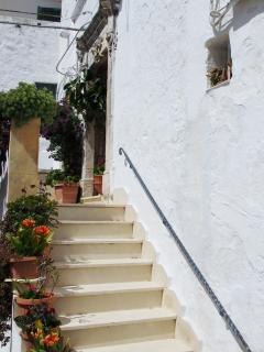 Salendo questi pochi gradini sarete a casa.
