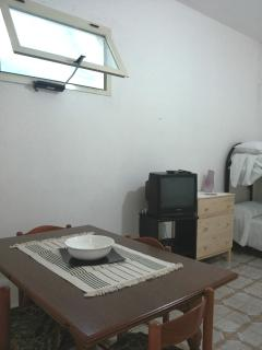 angolo soggiorno con tv