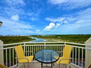 Grand Turk Suite Breathtaking Key West condo! Beach nearby with pool access!