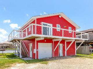 3BR/1.5 BA Canal House in Holiday Beach with Water Views, Sleeps 7, Rockport