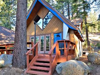 3BR/2BA North Lake Tahoe Chalet with Creek, Sleeps 6