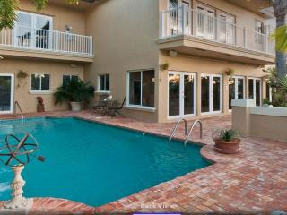 Ft. Lauderdale Mansion Walk to Beach Heated Pool 5/5 for 14- 4131 NE 34th, Fort Lauderdale