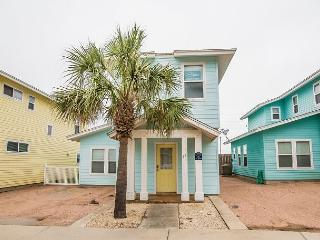 Blue Mustang, 3/3.5, Pool Across from Unit, Pet Friendly, Port Aransas
