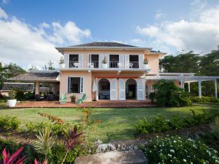 4 BR Luxury Villa/Golf/Beach Access/fully staffed