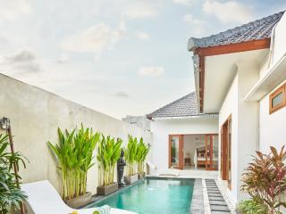 Bella 2BR Villa In Seminyak,20min walk 2 the beach