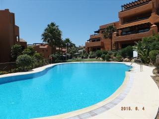 Apart. Nueva Galera 300m from sea: a/c, WiFi, Estepona