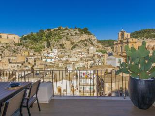 Platone, luxury apartment with view