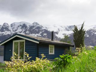 Cozy cabin with fjord view, Naustdal Municipality