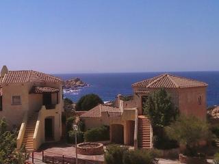 Imelda: Coastal Apartment With Beach And Sea Views, Costa Paradiso