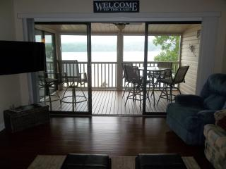 Spring Special, Beautiful Newly Remodeled Condo, WIFI, Gas Grill...What a View!!, Lake Ozark