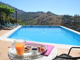 Jazmín Azul country villa with plenty of outdoor areas, private pool and BBQ