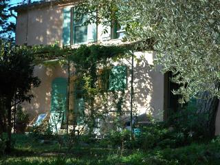 Maison avec jardin arboré a Vallauris,