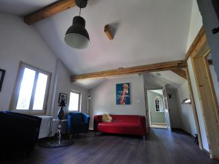 Mountain View.   Great for large groups.   Sleeps 12.   Modern and cosy.