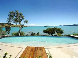 Luxury Edge Villa Sleeps 10, Hamilton Island