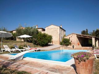 I MELOGRANI II: 3BDR Tuscan villa,view,pool,WiFi, San Giovanni d'Asso