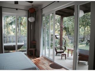 Lea's Garden, luxurious villa, 20m. from the beach