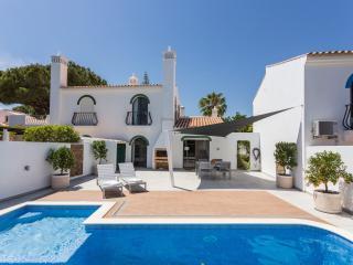 Dunas Douradas Villa: heated pool with kids section, walk to beach, nature views