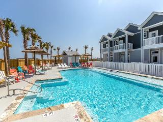 Brand-New 3BR/2.5BA Padre Beach Townhome, Walk to Gulf
