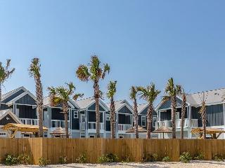 Brand-New 3BR/2.5BA Padre Beach Townhome, Walk to Gulf