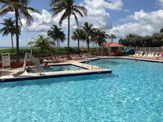 On The Beach Largest One bedroom King Bed 6 guests Oceanfront Heated Pool 741