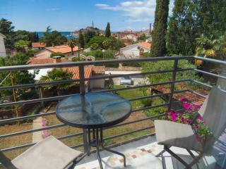 Apartment 2+2 with sea and city view, Rovinj