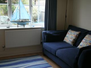 Lounge, with comfortable sofa, and two tub arm chairs, flat-screen TV, books/DVDs, free wi-fi.