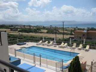 Blue View. A supreme, enormous Villa sleeps 10, Argaka