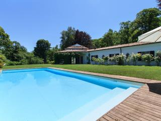 Eye-catching villa with pool, Dormelletto