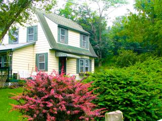 Applewood Cottage - Catskill Mountain Charm, Callicoon