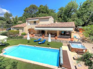 Convenient villa for families in Valbonne (6 adults +2 kids)