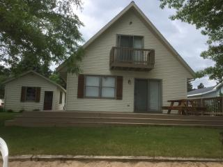 Lake Cottage Retreat, Howard City