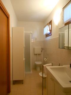 bathroom ground floor apartment