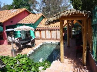 *HAWAIIAN HUT celebrity estate guest house. Gated/tropical resort/pet/pool/spa