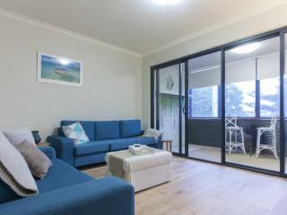 Pen Guard North Fremantle,  between the river & the sea, cafes & train close by