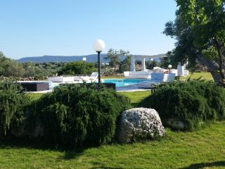Masseria Of the Art with pool near Ostuni