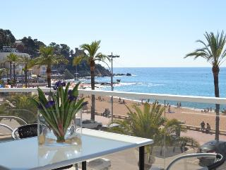 MARINADA, LLORET BEACHFRONT CITY CENTER, FREE WiFi, Lloret de Mar