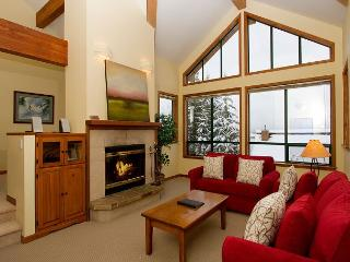 Northern Lights 32 | 4 Bed + Den Townhome, Private Hot Tub, Access to Slopes, Whistler