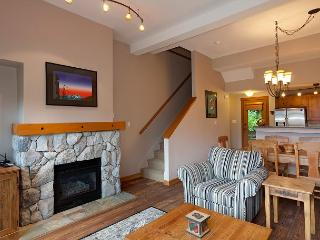 Mountain Star #3 | 2 Bedroom + Den Townhome, Ski Access to Blackcomb, Hot Tub, Whistler