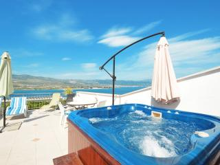 Daisy 1 with Pool & Jacuzzi, TROGIR, Ciovo Island