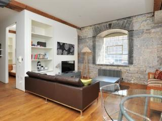 Drakes Wharf contemporary stylish 2 bed gf apartment at Royal William Yard