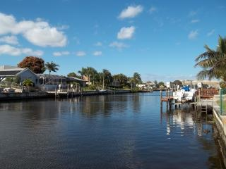 Villa Flannie - Canal Front Pool Home, Cape Coral