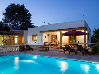 Villa Isabelle, in Ibiza Town, perfect for groups!, Ibiza Ciudad