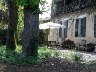 Le Petit Beaux, a charming apartment close to Nera, Nerac