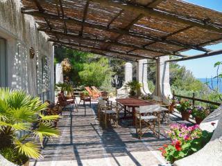 377 Villa sul Mare, Castro