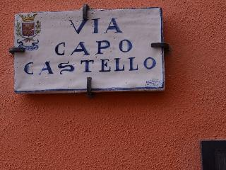 Old Hill - Via Capo Castello