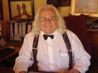 Koos Greeff: Your host   Moamohelabaeti   U gasheer
