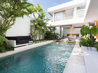 Luxurious, Modern, & New!, Seminyak